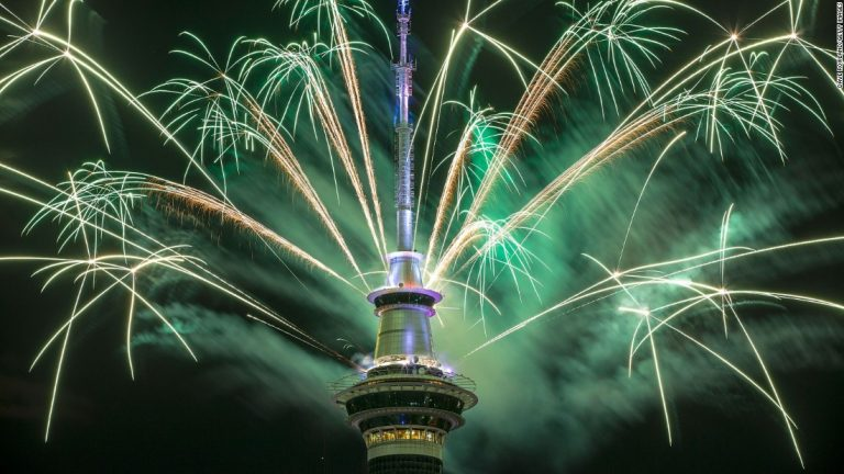 New Year celebrations ring in 2017 around the world